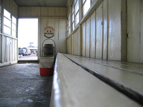 常陸小川駅・対向ホームの待合室