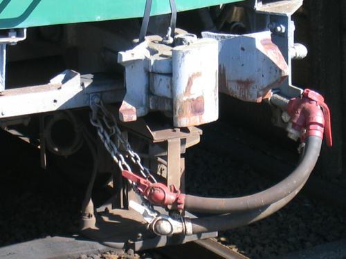 キハ430形(431)の連結器とエアホースまわり