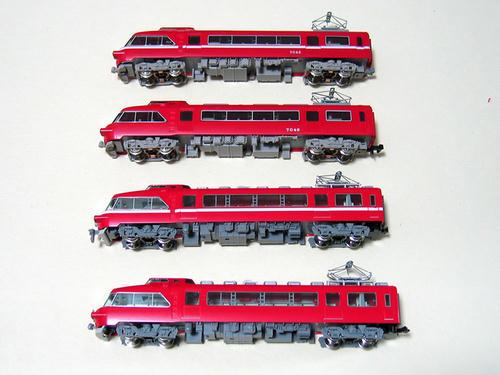 旧製品は8次車、新製品は2次車。