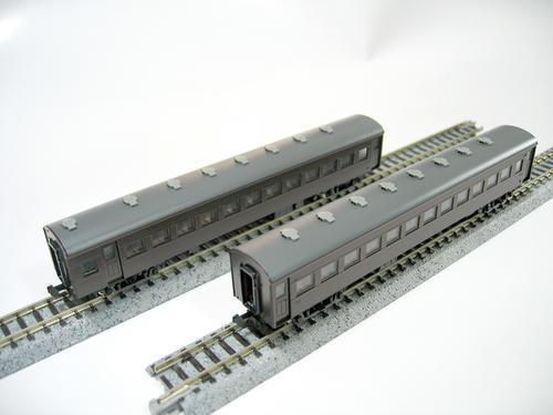 TOMIX:オハフ61形(左)・オハ61形(右)
