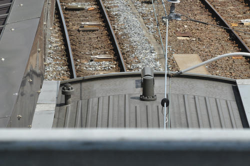 列車無線アンテナと信号炎管
