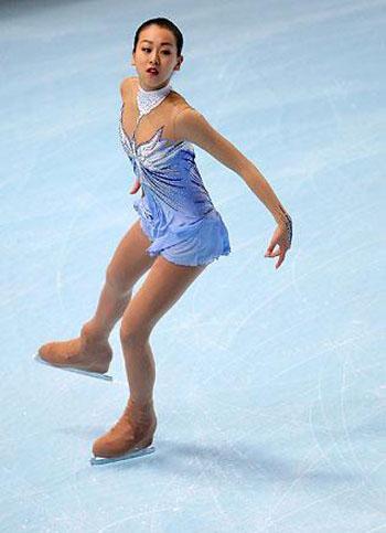 のフィギュアスケート選手(女子シングル)。2008年世界選手権優勝、2008年四大陸選手権優勝、GPファイナル優勝2回。姉は同じくフィギュアスケート選手の浅田舞。