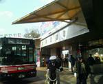 立川競輪場入り口