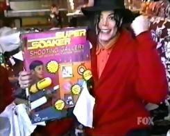 マイケル、スーパーソーカーGET!