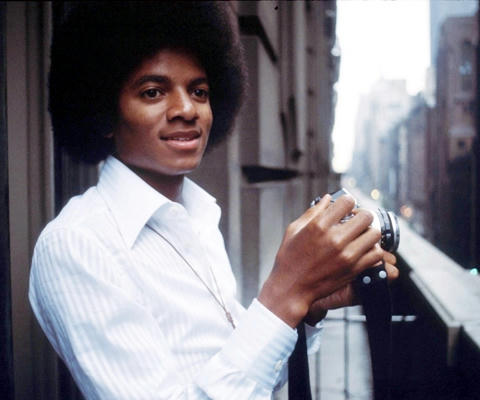 カメラを持つマイケル・ジャクソン、1977年