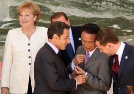 G8でボッチ麻生と管 プーチン