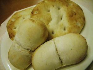 フォカッチャと豆みたいなパン