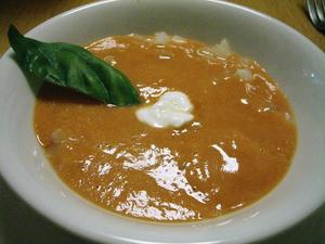 冷製トマトのスープとコールラビ
