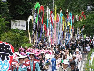090712_1041_岳の幟(上田市)