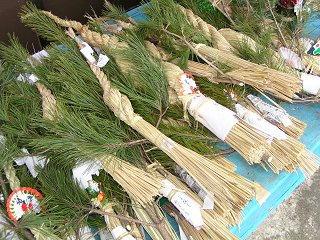 091220_1124_正月の松飾り(中条村)