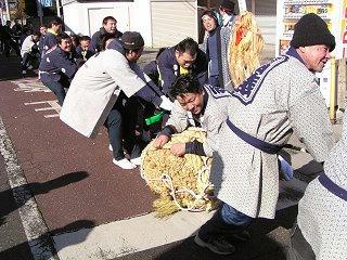 100117_1124_豊科あめ市・福俵曳き(安曇野市)