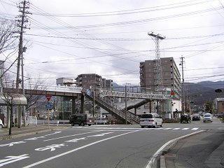090328_1017_宮田前踏切の歩道橋(松本市)
