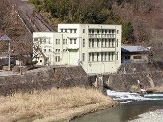 100220_1131_昭和電工広津発電所の建物(生坂村)