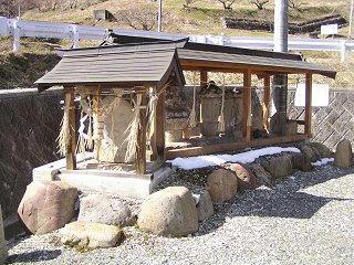 100220_1133_1_庚申堂の庚申塔(生坂村)