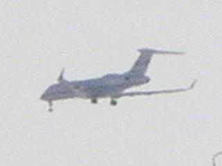 100311_1550_松本市内上空を飛ぶジェット機(松本市)