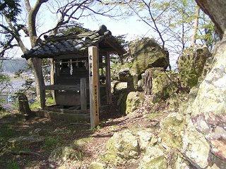 100503_1040_高井舟着神社の「舟つなぎ石」(中野市)