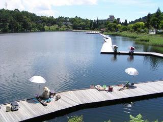 100718_1234_釣り人で賑わう聖湖(麻績村)