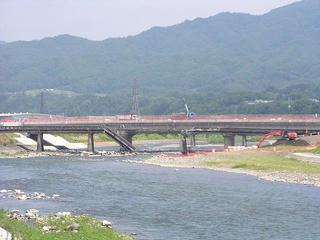 100731_1135_緊急撤去作業中の天竜橋(南箕輪村)