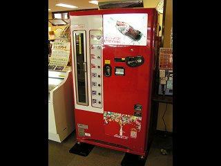 100820_1400_懐かしのコカコーラ瓶自動販売機(大町市)