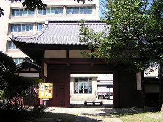 100918_1256_飯田城桜丸御門・赤門(飯田市)