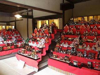 100129_1231_三十段飾り 千体の雛祭り(須坂市)