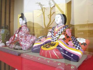 110320_1455_まちかど土びな展示(中野市)