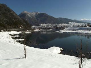 111224_1140_1_冬の高社山と千曲川(飯山市)