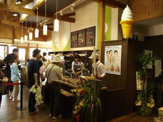 120428_1311_道の駅花の駅千曲川にオープンした「cafe里わ」(飯山市)