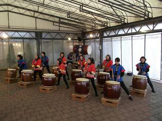 130102_1438_栄ふるさと太鼓の演奏