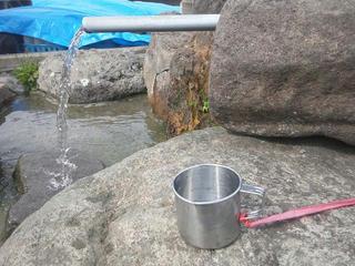 130414_1438_加茂清水に新しい水飲みコップ登場(木島平村)