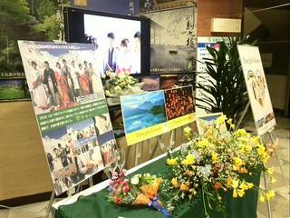 140206_1644_駒ヶ根市役所の展示されていた「純白の結婚式」のデスプレイ(駒ヶ根市)