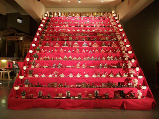 140322_1257_笠鉾会館ドリームホール「十四段の雛飾り」(須坂市)