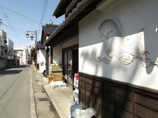 140322_1316_仲小町通りに残る鯛の鏝絵(須坂市)