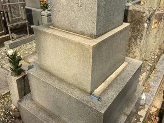 150322_1139_地震でズレたと思われる我が家のお墓(長野市)