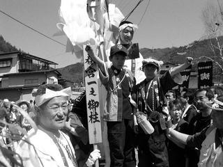 040411_1339_平成16年度御柱祭・萩倉集落(下諏訪町)