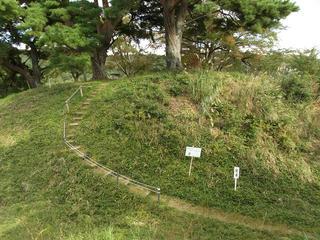 151012_1444_桑原城址・二の丸跡から本丸跡を望む(諏訪市)
