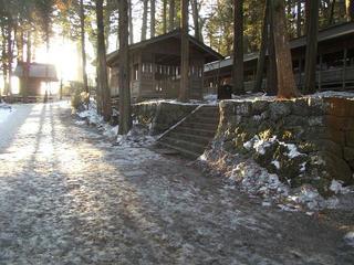 160211_0723_諏訪大社上社本宮・五間廊と凍てつく境内(諏訪市)