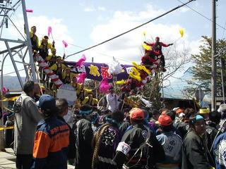 160402_1103_諏訪大社上社御柱祭「山出し」(茅野市穴山の「穴山の大曲」)