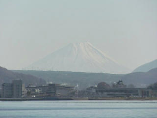 161203_1338_みずべ公園から諏訪湖越しに望む富士山(下諏訪町)