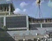 建設現場のクレーン作業
