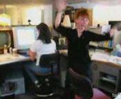 会社でダンス