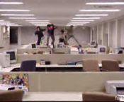 オフィスでハードル競争