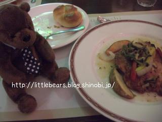 肉料理とテディベア