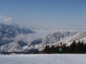 八海山スキー場中斜面上から