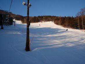ノルン水上スキー場クワッドリフト沿いの中斜面