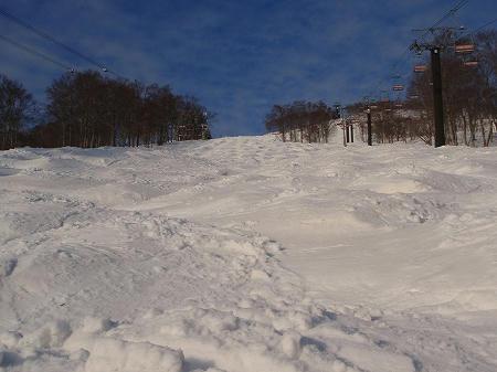 八海山スキー場のこぶ斜面