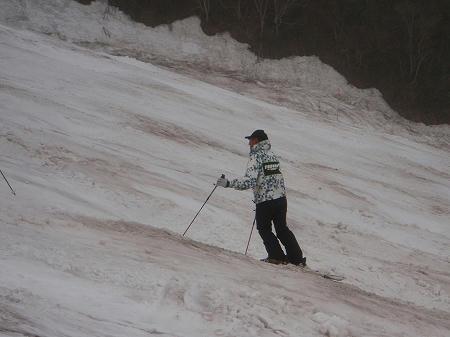 スキースクールでレッスン担当中の渡辺三郎氏