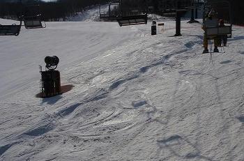 高畑スキー場下部ブラックコース脇のコブ