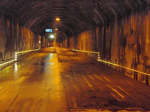 シルバーライン_トンネルの中