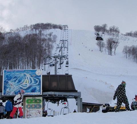 奥只見丸山スキー場 リフト乗り場から見たカモシカEコース